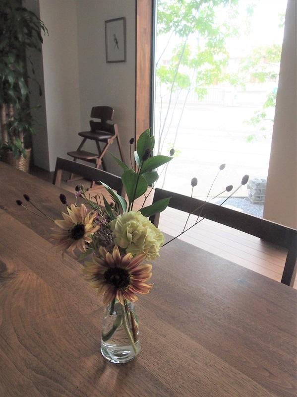 松本市SUNRISEベース・モデルルームに飾る花